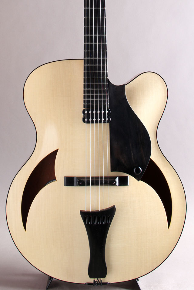 "17"" Arch Top Swiss Spruce Top Honduras Mahogany Side & Back Blond"
